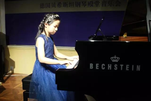 靳若瑜小朋友演奏《北风吹》